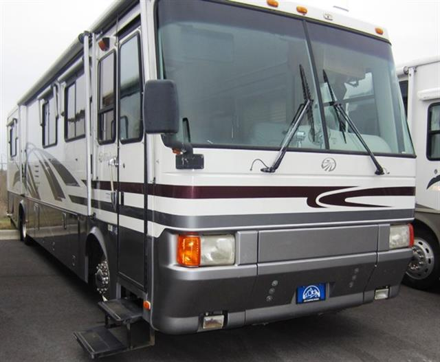 Used 1999 Monaco Windsor 38 Class A - Diesel For Sale