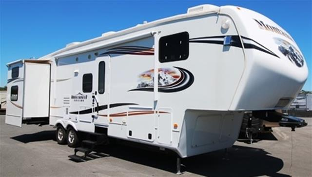 Used 2013 Keystone Mountaineer 345DBQ Fifth Wheel For Sale