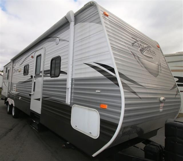 Used 2015 Crossroads Zinger 31SB Travel Trailer For Sale