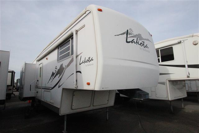 Used 2002 Mckenzie Towables Lakota 29RL Fifth Wheel For Sale