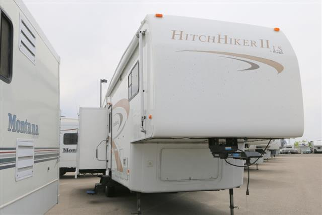 Used 2006 NuWa HITCHHIKER II 32.5 Fifth Wheel For Sale