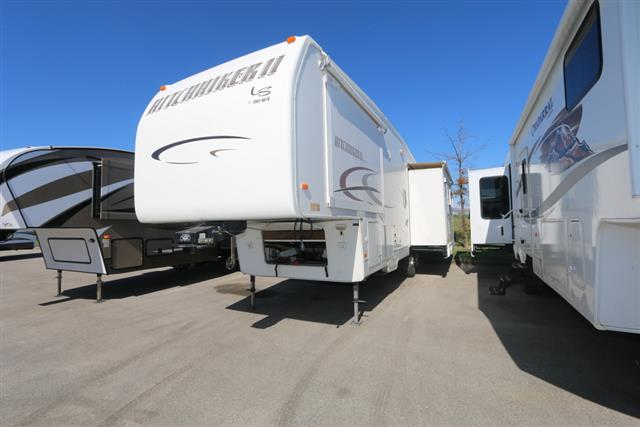 Used 2004 NuWa HITCHHIKER II 32.5 Fifth Wheel For Sale