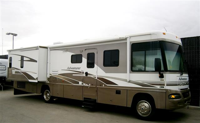 2005 Winnebago Adventurer