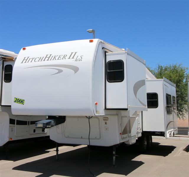 Used 2006 NuWa HITCHHIKER II 26.5 RL Fifth Wheel For Sale