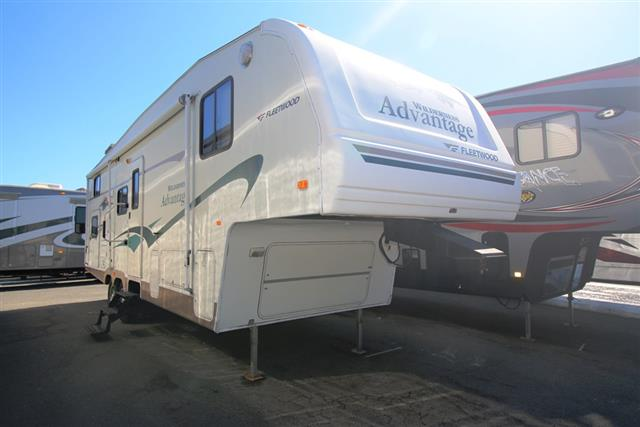 Used 2005 Fleetwood Advantage 2952BS Fifth Wheel For Sale