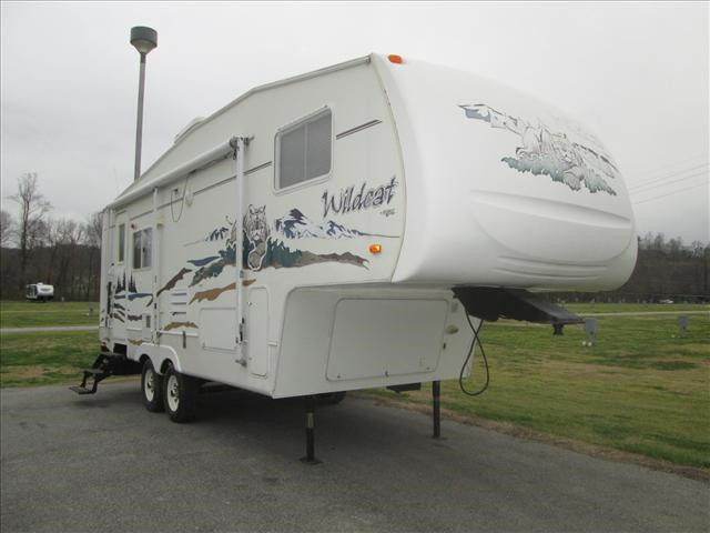 Used 2004 Forest River Wildcat 24RL Fifth Wheel For Sale