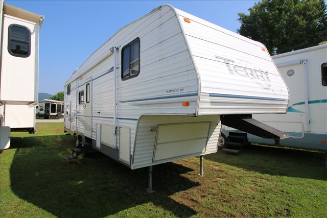 Used 2004 Fleetwood Terry 295 2BS(AS-IS) Fifth Wheel For Sale