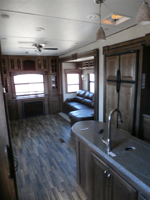 New 2015 Keystone Avalanche 331RE Fifth Wheel For Sale