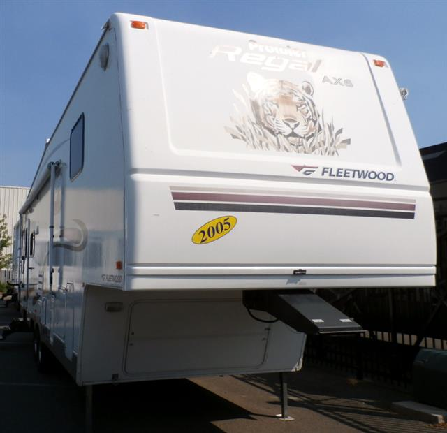 Used 2005 Fleetwood Prowler 305RLDS Fifth Wheel For Sale