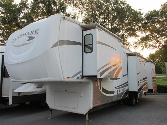 Used 2009 Heartland Landmark AUGUSTA Fifth Wheel For Sale