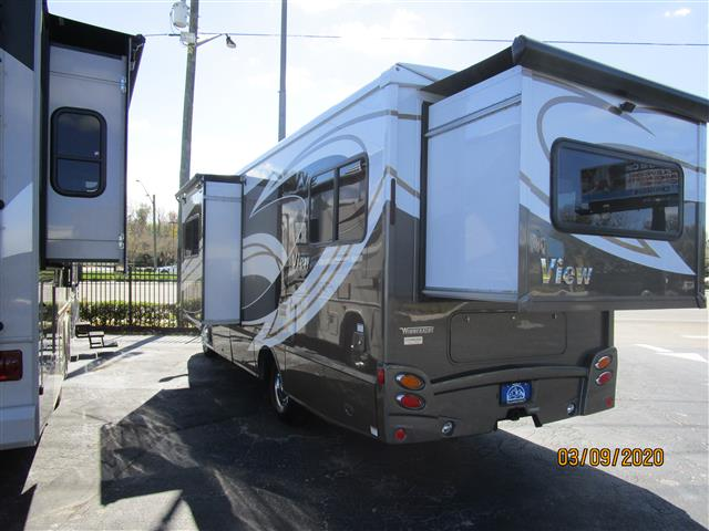 New 2015 winnebago view class c motorhomes for sale in winter garden fl wga562032 camping world for Camping world winter garden fl
