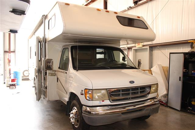 Used 1998 Fourwinds MAJESTIC FLYER 28A E40 Class C For Sale