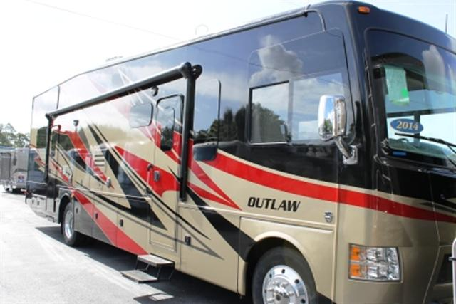 2014 THOR MOTOR COACH Outlaw