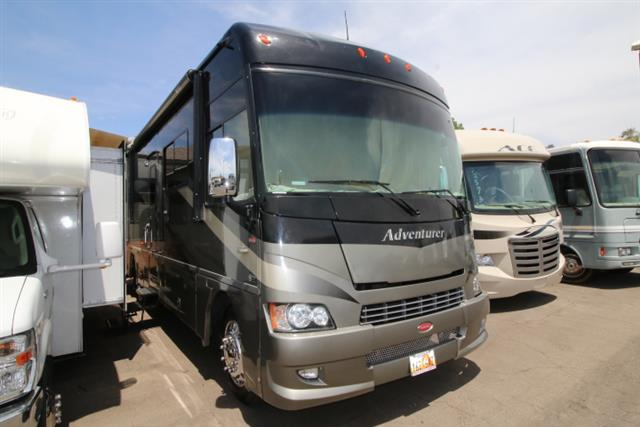 2009 Winnebago Adventurer