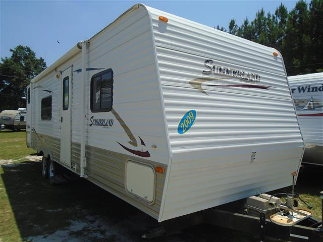 Used 2009 Keystone Summerland 2920BH Travel Trailer For Sale