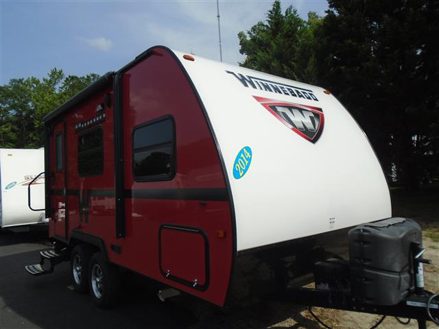 Used 2014 Winnebago Minnie 1801FB Travel Trailer For Sale