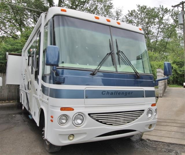 Used 2004 Damon Challenger 327 Class A - Gas For Sale