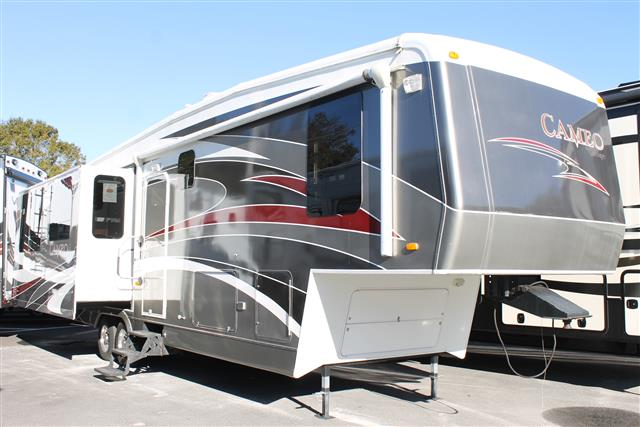 Used 2009 Carriage Cameo 37RE3 Fifth Wheel For Sale