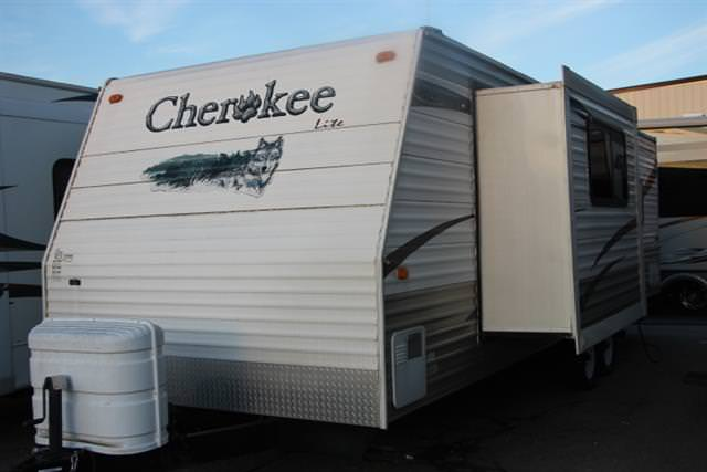 Used 2008 Cherokee Lite Series 27T Travel Trailer For Sale