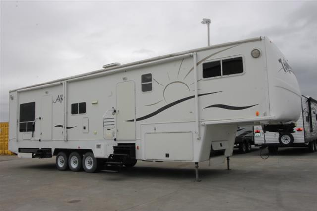 Used 2005 Alfa Alfa THF40 Fifth Wheel Toyhauler For Sale