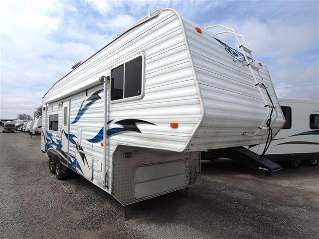 Used 2006 Weekend Warrior Weekend Warrior 2805SL SUPER LITE Fifth Wheel Toyhauler For Sale
