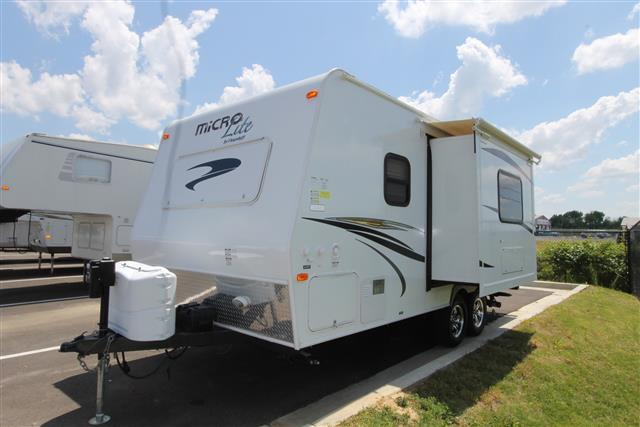 Used 2014 Flagstaff Microlite 21FBRS Travel Trailer For Sale