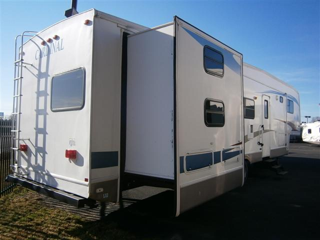 Used 2006 Forest River Cardinal Fifth Wheel For Sale In