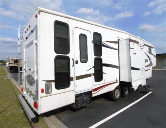 2011 Fifth Wheel Toy Hauler Keystone Mountaineer