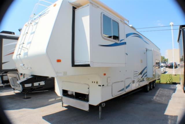 Used 2006 Weekend Warrior Warrior 3705 Fifth Wheel Toyhauler For Sale
