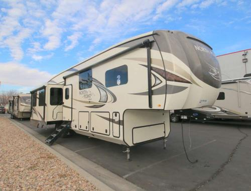 Bedroom : 2018-JAYCO-381DLQS