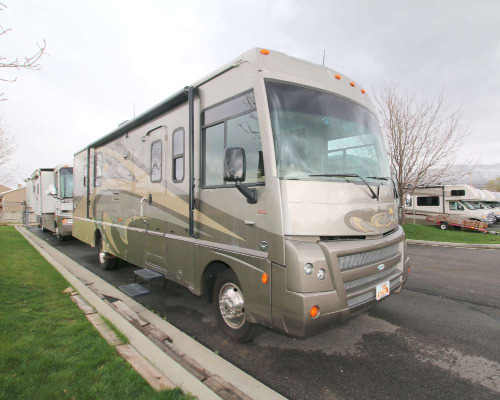 Bedroom : 2011-WINNEBAGO-36V