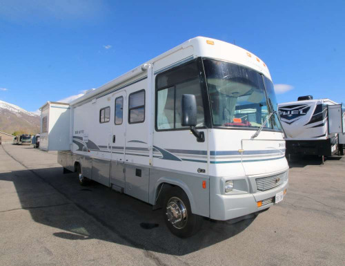 Bedroom : 2004-WINNEBAGO-M-32V