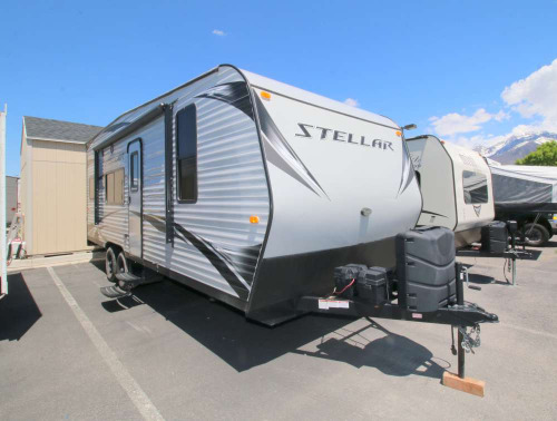 Bedroom : 2018-ECLIPSE RV-21FS