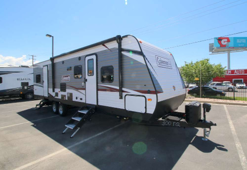Camping World Kaysville >> New Or Used Toyhauler Campers For Sale Camping World Rv Sales