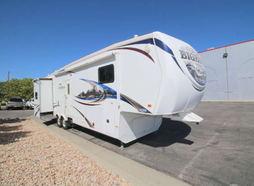 Bedroom : 2011-HEARTLAND-3385RL