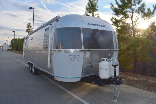 Bathroom : 2019-AIRSTREAM-27FB