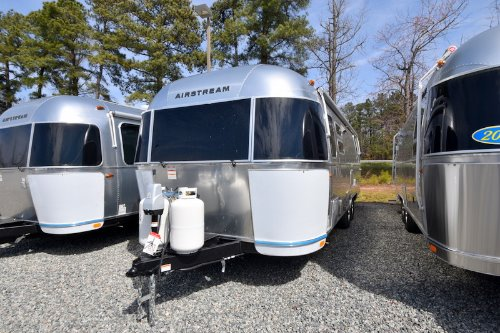 Exterior : 2019-AIRSTREAM-28RB QUEEN