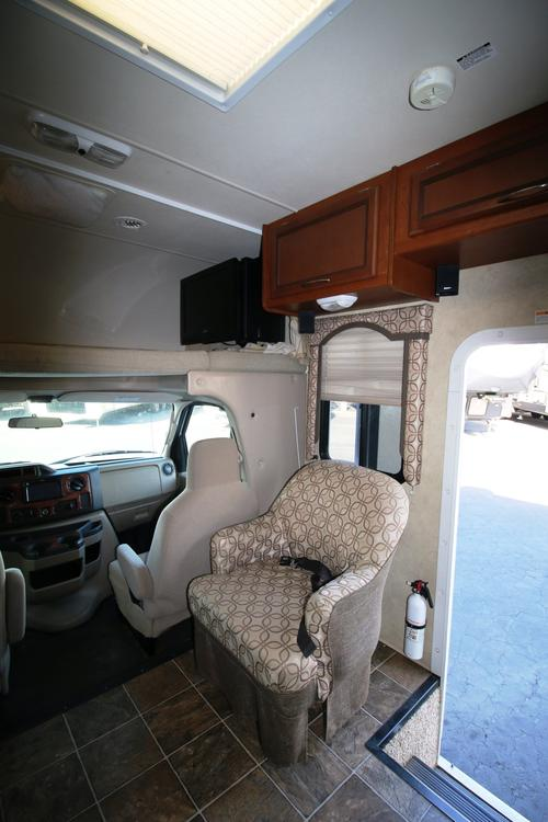 Used 2013 THOR MOTOR COACH Freedom Elite 31R Class C For Sale