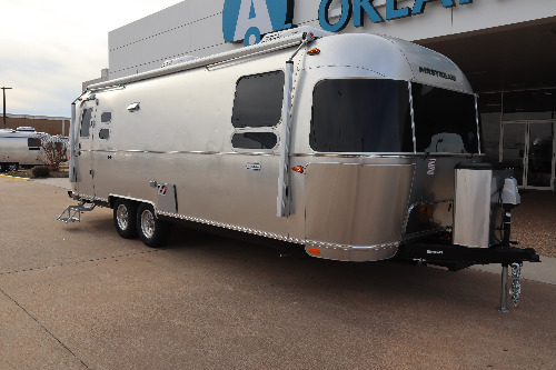 Exterior : 2020-AIRSTREAM-27FB QUEEN