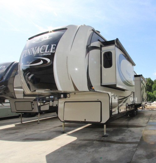 Exterior : 2017-JAYCO-37RSTS