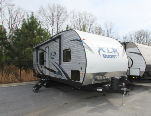 Campers for sale under 2000 dollars near me