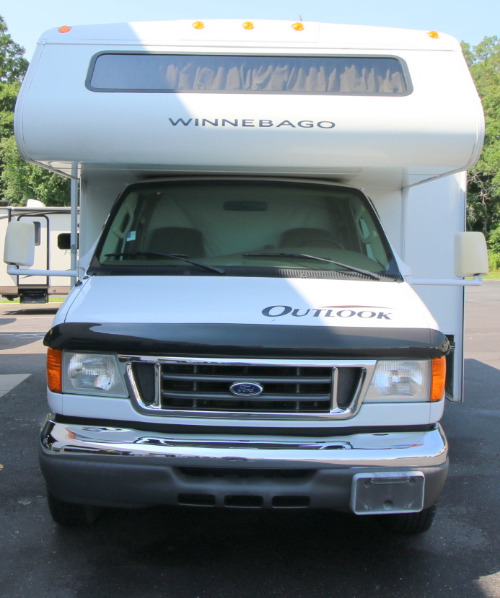 Bathroom : 2006-WINNEBAGO-31C