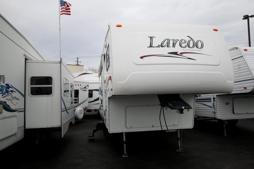 Used 2004 Keystone Laredo 27RKS Fifth Wheel For Sale
