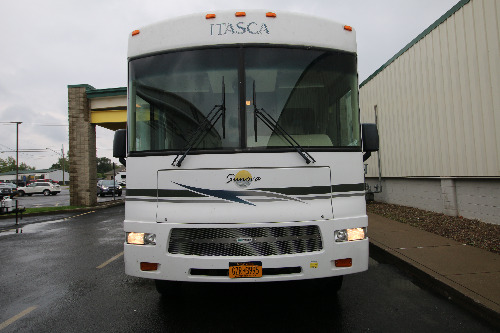 Living Room : 2006-ITASCA-M-35N FORD