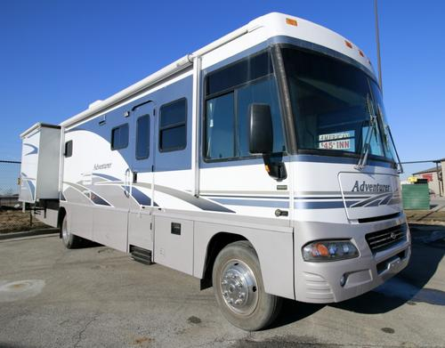 2005 Winnebago Adventure