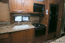 Kitchen : 2015-COACHMEN-319DS