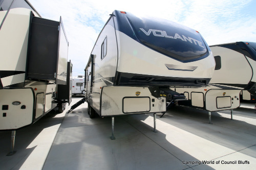 Camping World Council Bluffs >> New Or Used Fifth Wheel Campers For Sale Camping World Rv