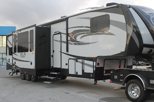 Exterior : 2016-FOREST RIVER-425 AMP