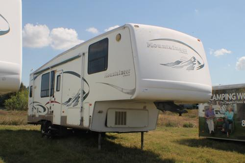 Used 2005 Keystone Mountaineer 297RKS Fifth Wheel For Sale