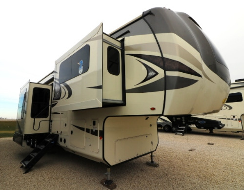 Bedroom : 2019-JAYCO-385THWS